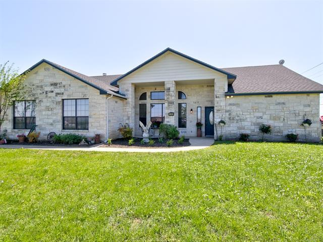 Photo of home for sale at 100 Oak Stone DR, Jarrell TX