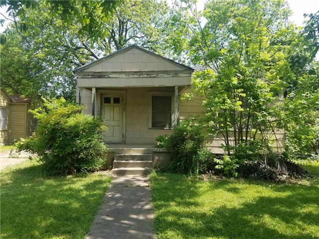 Photo of home for sale at 922 Gene Johnson ST, Austin TX