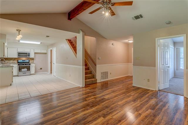 Photo of home for sale at 2112 Laura CT, Round Rock TX