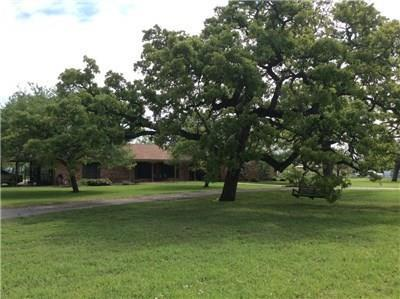 Photo of home for sale at 1107 County Road 223, Giddings TX