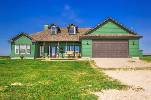 Photo of home for sale at 121 Private Road 951, Granger TX