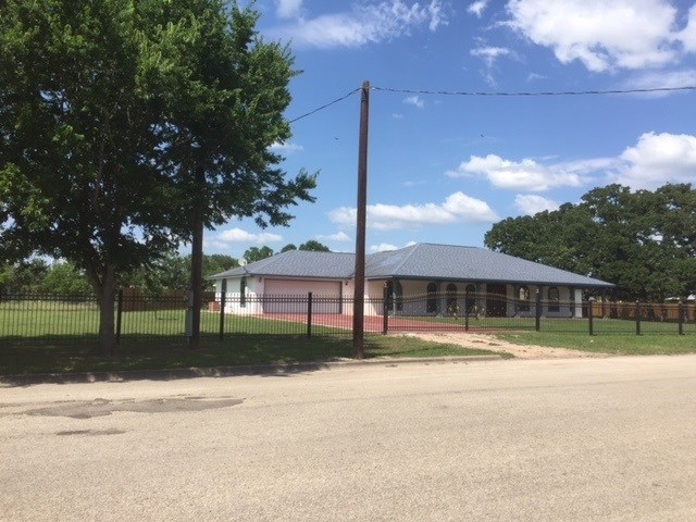 Photo of home for sale at 453 Boundary ST E, Giddings TX